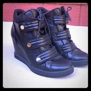 Black Aldo wedge boot